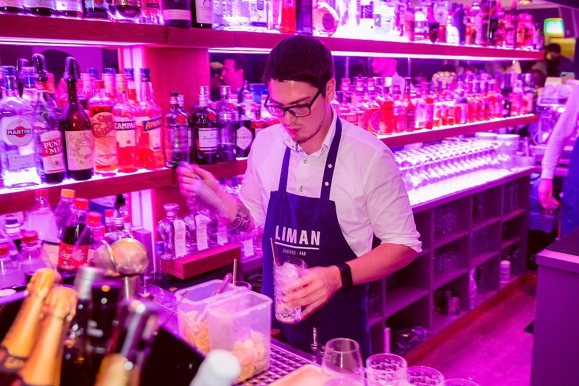 Liman-Fisch-Restaurant-Seafood-Bar-Hamburg-Winterhude-Barkeeper